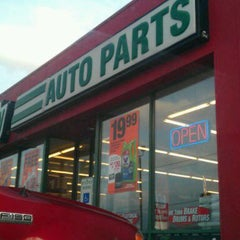 Photo taken at O'Reilly Auto Parts by Marléno A. on 2/28/2012