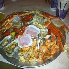 Photo taken at The Mad Crabber by Clay M. on 7/4/2013