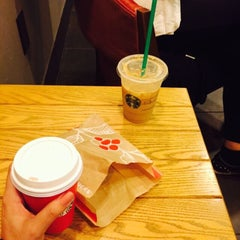 Photo taken at Starbucks by Elif Y. on 11/12/2015