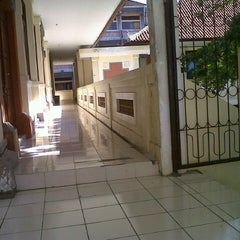 Photo taken at SMAN 1 Denpasar by I MD W. on 8/18/2013