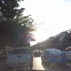 Photo taken at สะพานข้ามแยกบางพลัด (Bang Phlat Flyover) by Pucca L. on 12/17/2015