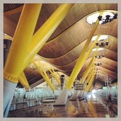 Photo taken at Aeropuerto Adolfo Suárez Madrid-Barajas (MAD) by MAR on 7/12/2013
