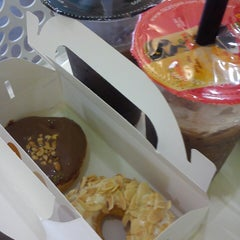 Photo taken at Big Apple Donuts & Coffee by sitinorsyafinas on 4/15/2014