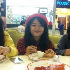 Photo taken at KFC by Happy C. on 5/4/2015