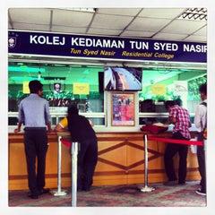 Photo taken at Kolej Kediaman Tun Syed Nasir by Faizal M. on 6/2/2013