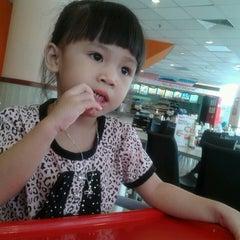 Photo taken at KFC by Lya A. on 9/5/2013
