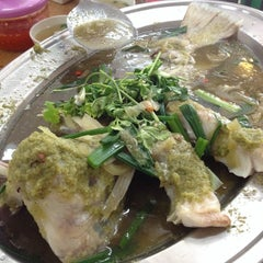 Photo taken at Serdang Duck Ong Restaurant by Aaron W. on 2/14/2014