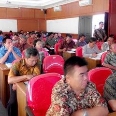 Photo taken at Universitas 17 Agustus 1945 (UNTAG) Samarinda by Fajar D. on 3/13/2014