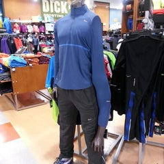 Photo taken at Dick's Sporting Goods by Isaac S. on 12/23/2012