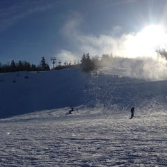 Photo taken at Calabogie Peaks by Jeremy M. on 12/28/2012