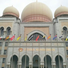 Photo taken at Istana Kehakiman (Palace of Justice) by Yatie D. on 12/5/2012