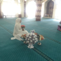 Photo taken at Masjid Nurul Iman Serendah by Fatin R. on 3/27/2015