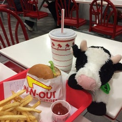 Photo taken at In-N-Out Burger by Mayra A. on 1/22/2015