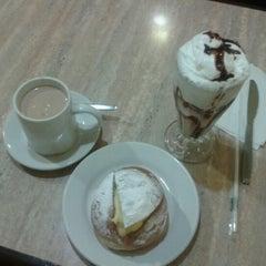 Photo taken at Restaurante Mariaeugenia by Luigi A. on 11/13/2012