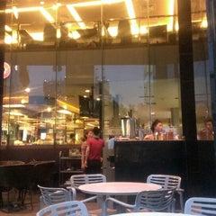 Photo taken at Cafe Central Nguyen Hue by Trịnh H. on 5/5/2013