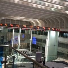 Photo taken at 東京証券取引所 (Tokyo Stock Exchange) by Yoshiki T. on 5/12/2015