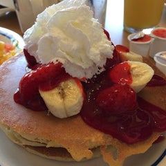 Photo taken at IHOP by Gustavo C. on 5/4/2014