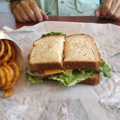 Photo taken at Arby's by Linda V. on 5/13/2014