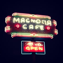 Photo taken at Magnolia Cafe South by Yangzhi Z. on 2/18/2013