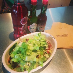 Photo taken at Chipotle Mexican Grill by WhiteCap C. on 10/12/2014