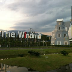 Photo taken at The Windmill (บ้านกังหัน) by Jenvika.~🚚~~🚏PINK on 12/31/2012
