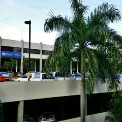 Photo taken at Centro Empresa by Orlando L. on 11/10/2014