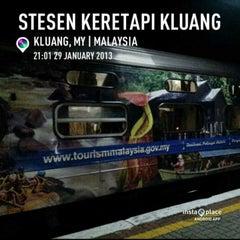 Photo taken at Stesen Keretapi Kluang by Mohd Faiz A. on 1/29/2013
