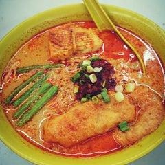Photo taken at Kedai Makanan & Minuman USJ 2 (USJ 2 美食中心) by SwINg P. on 5/24/2014