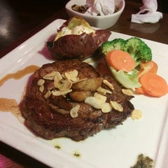 Photo taken at OUTBACK Steakhouse by kil-young S. on 1/25/2014