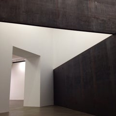 Photo taken at Gagosian Gallery by Ollie G. on 1/10/2015
