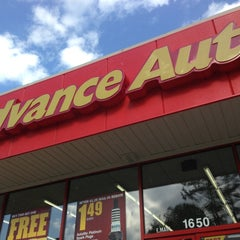 Photo taken at Advance Auto Parts by Udy O. on 5/12/2013