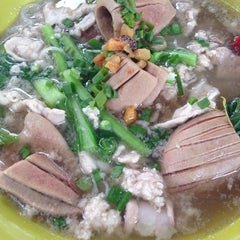 Photo taken at Restoran 11 (Double One) by Yee Ling C. on 8/13/2014