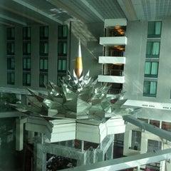 Photo taken at Novotel Suvarnabhumi Airport Hotel (โรงแรมโนโวเทล สุวรรณภูมิ) by Arnuparp L. on 12/5/2012
