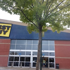 Photo taken at Best Buy by Seth E. on 9/25/2013