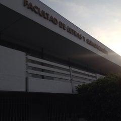 Photo taken at Facultad de Letras y Comunicación by Iván H. on 8/31/2015
