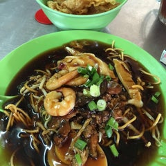 Photo taken at Kedai Makan Sow Mui by Eric C. on 3/2/2015