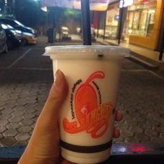 Photo taken at Es Bang Joe - The Real Milkshake by Faminkko J. on 6/30/2015