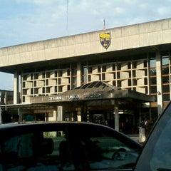 Photo taken at Universiti Malaya (University of Malaya) by Win Yie F. on 10/4/2012