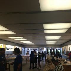 Photo taken at Apple Store, The Falls by Luis T. on 3/22/2013