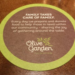 Photo taken at Olive Garden by hm h. on 10/20/2015