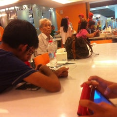 Photo taken at D'Cost Seafood by Nihau on 9/13/2014