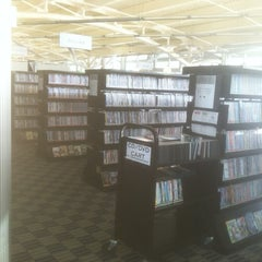 Photo taken at Northbrook Public Library by Maureen on 1/31/2014