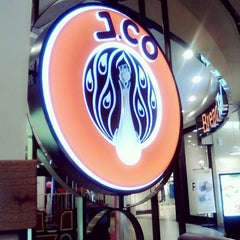 Photo taken at J.Co Donuts & Coffee by Rubi p. on 11/15/2014
