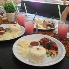 Photo taken at Restoran D'KL by Azyah on 12/30/2012