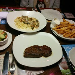 Photo taken at OUTBACK Steakhouse by 덕희 y. on 3/28/2014