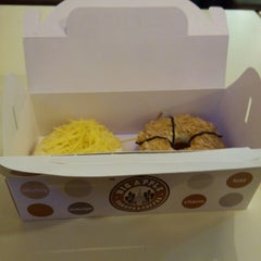 Photo taken at Big Apple Donuts & Coffee by Mohd Hazim B. on 8/9/2014