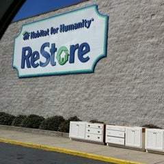 Photo taken at Habitat For Humanity ReStore by Dyverse K. on 2/28/2014