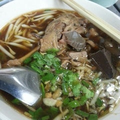 Photo taken at ร้านอร่อย (Raan Aroi) by Thanyapat E. on 10/11/2012