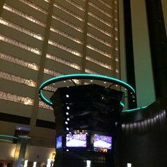 Photo taken at Atrium Lounge - Marriott Marquis by Bill B. on 3/2/2014
