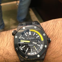 Photo prise au Audemars Piguet Boutique par Abdullatif W. le6/22/2013